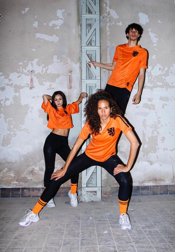 <strong>Koop nu het mooiste EK shirt</strong><br> Unieke samenwerking tussen Cruyff X Bloodin Bloodout X Club Atelier